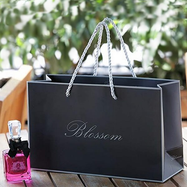 Blossom Large Horizontal High-end Cosmetics White Cardboard Paper Bag Customization